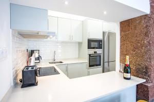 Cayres Suites Surdo, Apartments  Funchal - big - 38
