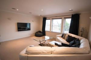 Crown Luxury Serviced Apartment