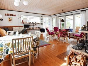 Three-Bedroom Holiday home in Nykøbing Sj 5, Case vacanze  Delebäckstorp - big - 13