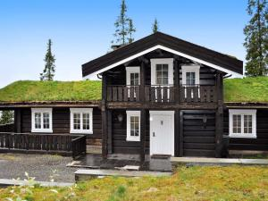 Three Bedroom Holiday home in Fjell