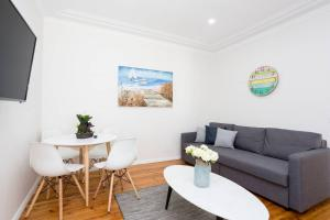 Adorable Two Bedroom Place Close to Beach
