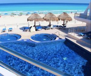 V-7 Oceanfront Paradise Penthouse V7 in Hotel Zone
