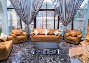 Seven Bedroom Villa - Emirates Hills - Dubai