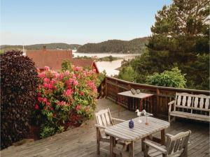 Two Bedroom Holiday Home in Tvedestrand