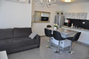 Isra Home Rothschild 8 3 Apartment
