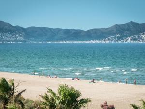 Bon Relax Flat 2, Apartmány  Sant Pere Pescador - big - 17