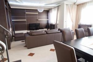 Crown Luxury Apartment