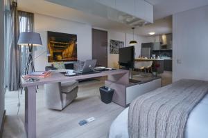Reviews 100 Luxury Suites