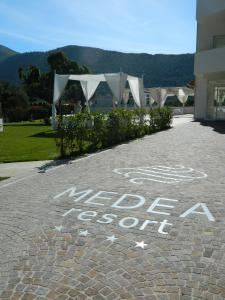 Nearby hotel : Medea Resort