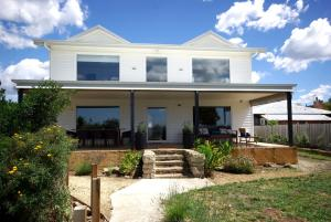 The Big Beach House - Kingston..