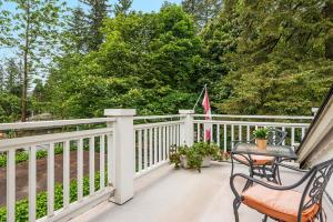 ThistleDown House, Bed and Breakfasts  North Vancouver - big - 6