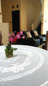 Setra Duta Hegar Syariah Guest House, Penziony  Bandung - big - 19