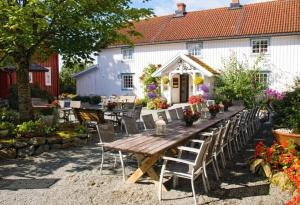 Klostergården Bed & Breakfast - Accommodation - Tautra