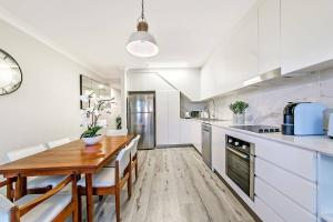 Amanda Auburn · Cosy 2 Bed Home by Desginer (Direct train to CBD)