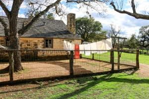 Wine Country Farmhouse, Apartmány  Fredericksburg - big - 18