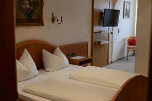 Gasthof & Hotel Goldene Krone, Szállodák  Iphofen - big - 9