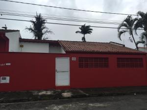 com piscina para 8 no itaguá, Дома для отпуска  Убатуба - big - 1