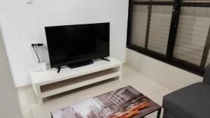 Great 2 Rooms Apartment Near The Beach