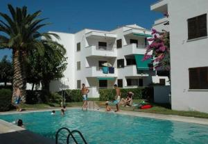 Apartamento Cala Montgo 11, Apartments  L'Escala - big - 1
