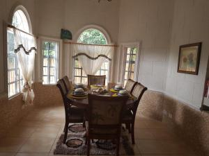 Chateau Bamboo, Privatzimmer  Gros Islet - big - 22