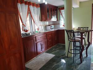Chateau Bamboo, Privatzimmer  Gros Islet - big - 4