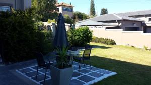 29 Carissa Street, Apartmány  Somerset West - big - 16