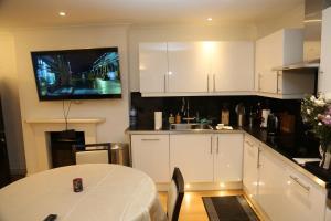 Cosy San Remo London Flat, Апартаменты  Лондон - big - 2