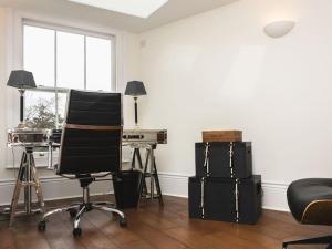 Stunning 3-bed 3-bath in Kensington, Apartments  London - big - 3