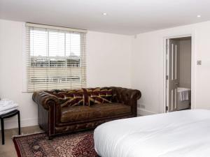 Stunning 3-bed 3-bath in Kensington, Апартаменты  Лондон - big - 18