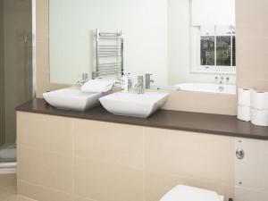 Stunning 3-bed 3-bath in Kensington, Apartments  London - big - 24