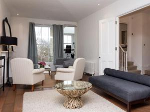 Stunning 3-bed 3-bath in Kensington, Apartmanok  London - big - 26