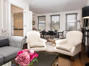 Stunning 3-bed 3-bath in Kensington, Apartmanok  London - big - 1