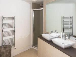 Stunning 3-bed 3-bath in Kensington, Апартаменты  Лондон - big - 28