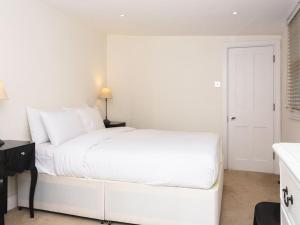 Stunning 3-bed 3-bath in Kensington, Apartmanok  London - big - 30