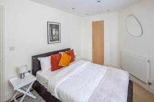 Stunning 1 bed sleeps 4 in Paddington, Apartmanok  London - big - 5