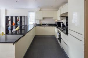 Stunning 1 bed sleeps 4 in Paddington, Apartmanok  London - big - 9