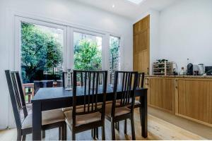 Entire Home in Islington sleeps 4 with garden, Apartments  London - big - 17
