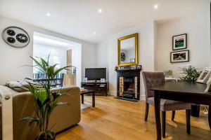 Entire Home in Islington sleeps 4 with garden, Apartments  London - big - 8