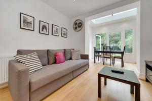 Entire Home in Islington sleeps 4 with garden, Apartments  London - big - 13