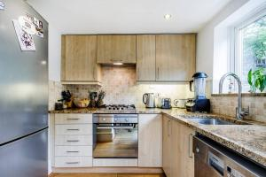 Entire Home in Islington sleeps 4 with garden, Apartments  London - big - 23