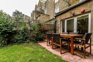 Entire Home in Islington sleeps 4 with garden, Apartments  London - big - 18