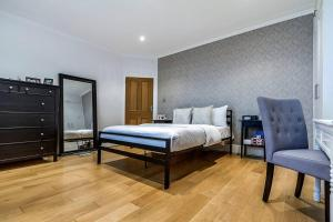 Entire Home in Islington sleeps 4 with garden, Apartments  London - big - 19