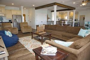 Hang 10 Beach House Home, Case vacanze  Fort Morgan - big - 10