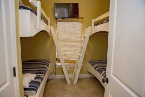 Hang 10 Beach House Home, Dovolenkové domy  Fort Morgan - big - 15