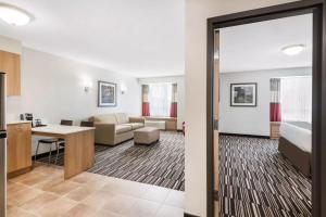Microtel Inn & Suites by Wyndham Sudbury, Szállodák  Sudbury - big - 3