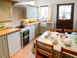 Holme Cottage, Holiday homes  Ugthorpe - big - 11