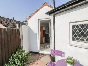 Little White Cottage, Дома для отпуска  Brierley Hill - big - 3