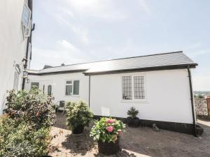 Little White Cottage, Дома для отпуска  Brierley Hill - big - 6
