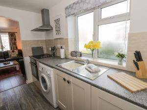 Little White Cottage, Дома для отпуска  Brierley Hill - big - 7