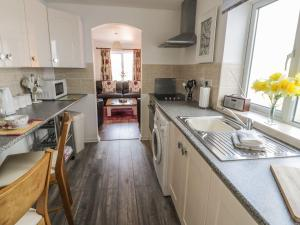 Little White Cottage, Дома для отпуска  Brierley Hill - big - 13